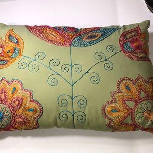 Pier1 pillow